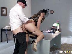 отдал жену другу за измену порно