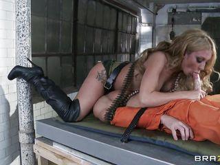 Частное порно с блондинкой